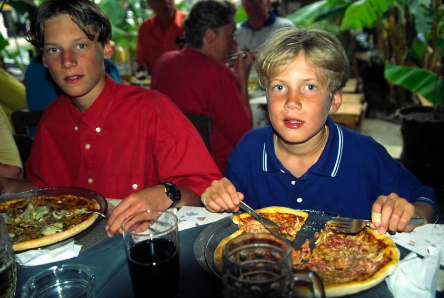 Jonas_o_Niklas_pizza